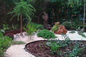ogródek japoński kamień grys rośliny